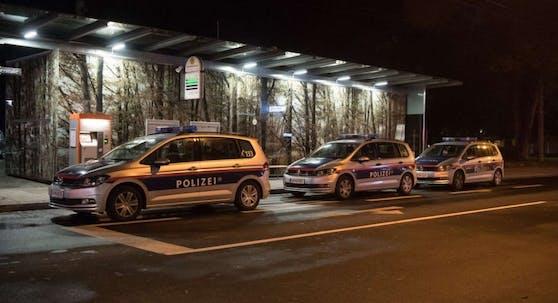 In Linz kam es zu einem nächtlichen Polizeieinsatz an dieser Straßenecke beim Volksgarten. (Archivfoto)
