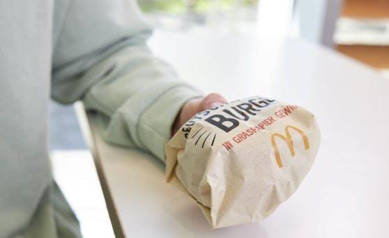 Das Graspapier ersetzt die typische Burger-Box.
