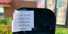 Zettel in McDrive lässt Mäci-Kunden völlig baff zurück