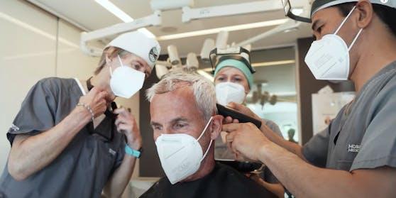 Haar für Haar zur Matte: Sieben Stunden wurde Konsel behandelt.