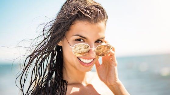 Endlich Urlaub! Doch die Sonne kann auch unschöne Pusteln auf der Haut zum Vorschein bringen.