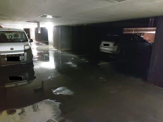 Auch in der ebenerdigen Tiefgarage, einen Stock unter der Wohnung, tropfte es von der Decke.