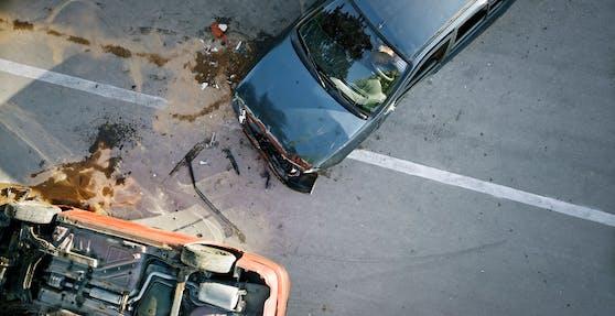 Dienstagabend kam esauf der Kesselfallstraße in Kaprun zu einem schweren Verkehrsunfall (Symbolfoto)