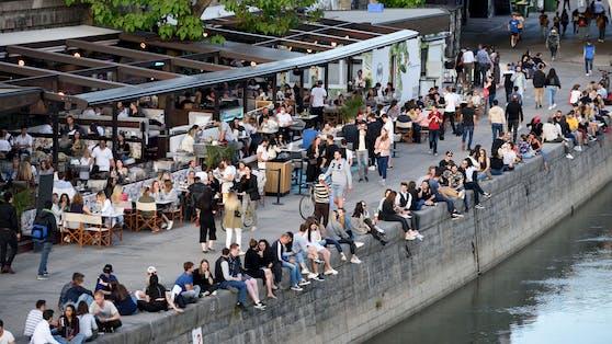 Ausgelassene Stimmung am Donaukanal in Wien