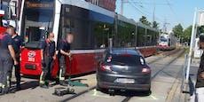Wiener Bim kracht in Auto, 21-Jährige muss ins Spital