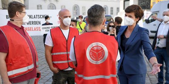 SPÖ-Chefin Pamela Rendi-Wagner im Rahmen einer Kundgebung Gewerkschaften zur Ausweitung des Corona-Bonus