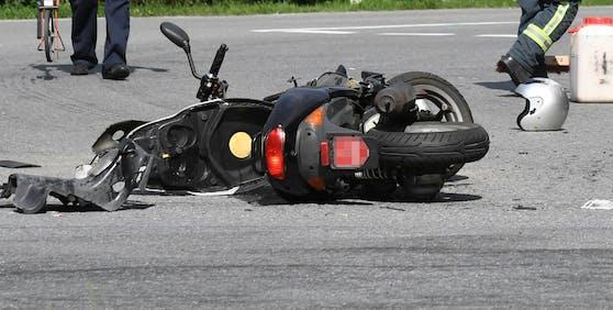 Die Mopedlenkerin wurde bei dem Unfall schwer verletzt (Symbolfoto).