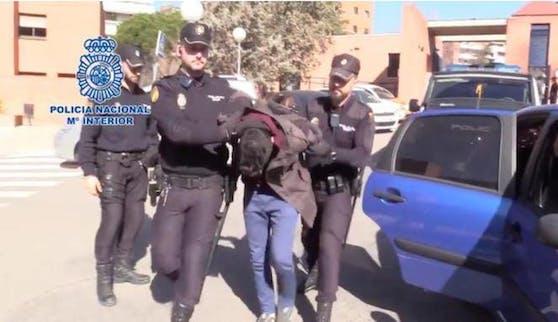 Der Mann wurde festgenommen, nachdem seine Mutter vermisst wurde.