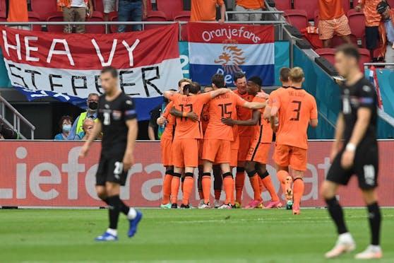 """Österreich musste sich bei der Fußball-EM Holland mit 0:2 geschlagen geben. """"Heute"""" analysiert die Teamspieler in der Einzelbewertung."""