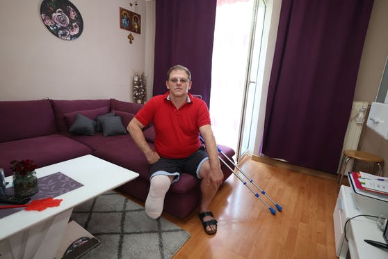 Goran D. (50) musste nach einer Astra-Zeneca-Impfung der rechte Unterschenkel amputiert werden.