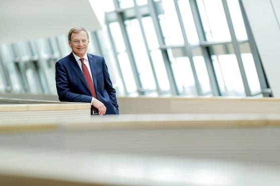 Thomas Stelzer betont die Erfolge von OÖ im Klimaschutz. Das habe aber auch Grenzen. Eine Spritpreiserhöhung komme nicht in Frage.