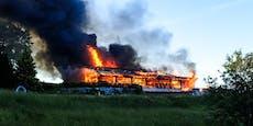 Rauchsäule bei Flammen-Inferno kilometerweit zu sehen