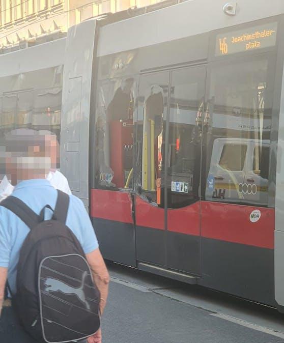 Die Straßenbahn 46 war in einen Verkehrsunfall verwickelt.