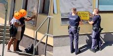 """""""Aufruf gefolgt"""" – Darum brachte Paar Moschee-Schild an"""