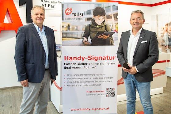 Handysignatur in A1 Shops aktivierbar: Michael Butz, Geschäftsführer A-Trust; Marcus Grausam, A1 CEO.