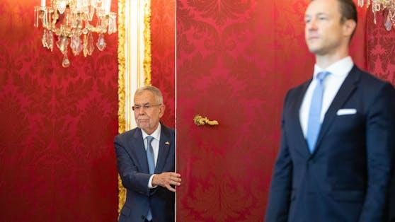 Bundespräsident Van der Bellen und Gernot Blümel bei der Angelobung der Übergangsregierung 2019.