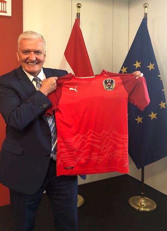 SP-Landeshauptfrau-Stellvertreter Franz Schnabl will die rot-weiß-roten Trikots wieder.