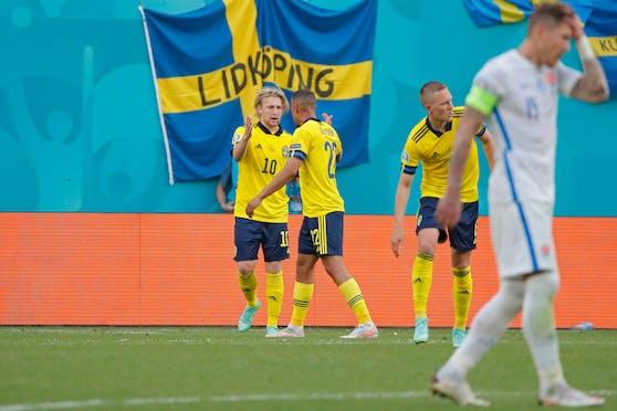 Emil Forsberg feiert seinen Treffer.