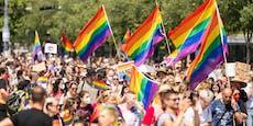 Störaktion bei Regenbogenparade am Wiener Rathausplatz