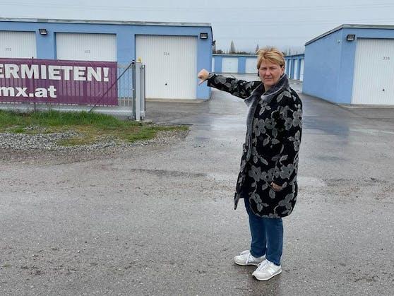 Klubofrau der niederösterreichischen Grünen Helga Krismer findet Garagenparks versiegeln den Boden.