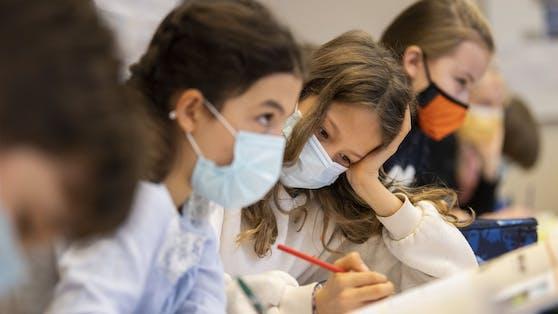 Schulen fordern das Ende der Maskenpflicht in Schulgebäuden.