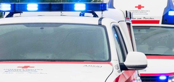 An dem Unfall war auch ein Rettungsfahrzeug beteiligt.