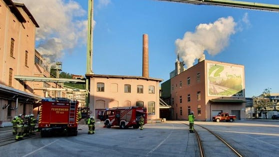 Bei der Zellstofffabrik AustroCel Hallein (S) ist Mittwochfrüh giftiges Schwefeldioxid ausgetreten.