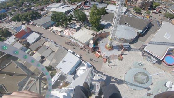 """Im umgebauten """"Magischen Rotor"""" rast man in einer Höhe von 45 Metern mit 110 km/h im Kreis."""