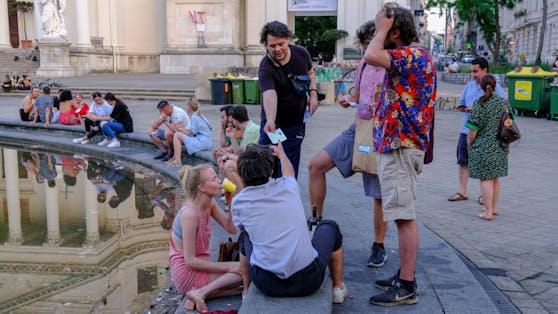 Awareness Team der Stadt Wien am Samstag am Karlsplatz.