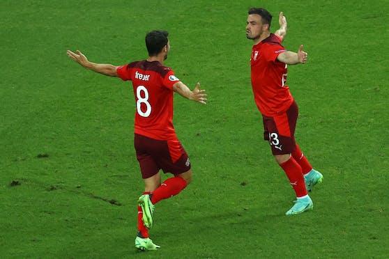 Die Schweizer jubeln über den Erfolg gegen die Türkei.