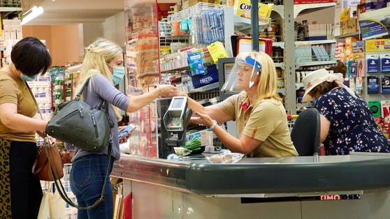 Mehrere Mitarbeiter in einem Supermarkt in Velden wurden positiv getestet.
