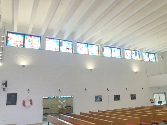 Nach dem Brandanschlag ist die Pfarre St. Peter jetzt neu renoviert.