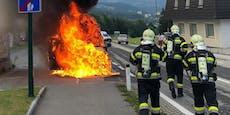 Rettungsauto brennt bei Einsatzfahrt fast komplett aus