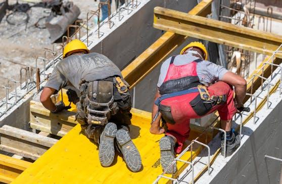Arbeitsunfälle auf der Baustelle steigen bei Hitze.