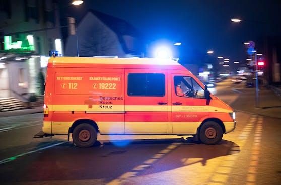 Rot-Kreuz-Wagen bei einem Einsatz in Osnabrück, Niedersachsen. Symbolbild