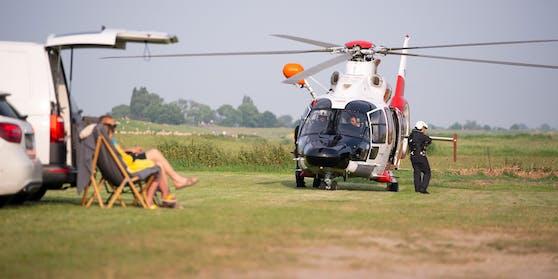 Die Rettungskräfte suchen auch mit dem Hubschrauber nach dem Kind