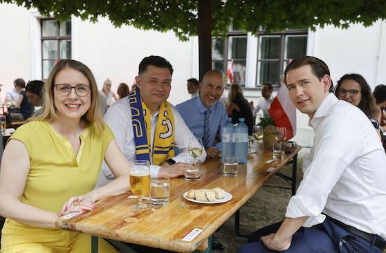 Auch Wirtschaftsministerin Margarete Schramböck und Arbeitsminister Martin Kocher (beide ÖVP) schauten sich die Partie an.