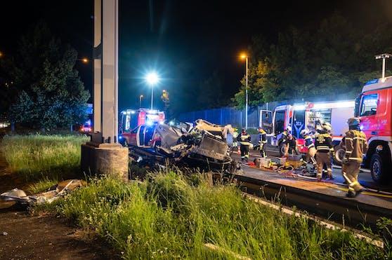 Der Lenker starb bei dem Unfall auf der A7.