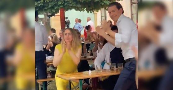 Kurz und Schramböck bejubeln den spektakulären Sieg bei der EURO 2020