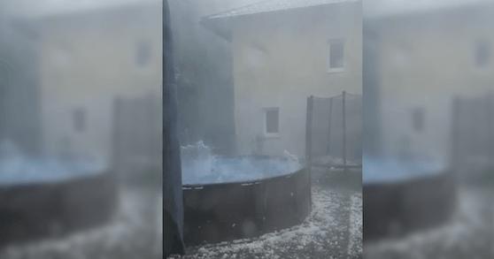 So heftig hagelte es Dienstagnachmittag in Mondsee.