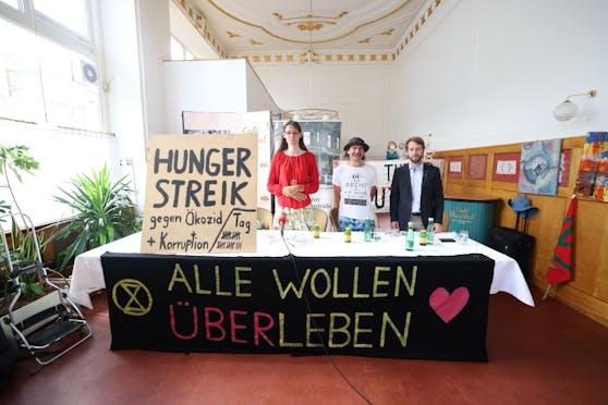 Aktivistin und Molekularbiologin Martha Krumpeck (links), Hungerstreik-Unterstützer Josef Etzelsdorfer (Mitte) und Verkehrsforscher an der TU Ulrich Leth (rechts).