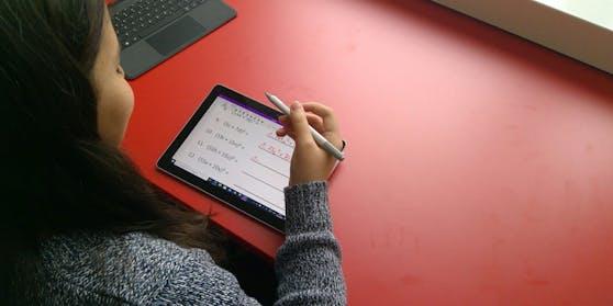 Hybrides Lernen: Microsoft unterstützt die Mittelschule Kirchdorf bei der Digitalisierung.