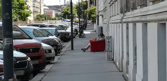 Die beiden Wiener saßen gemütlich im Schatten.