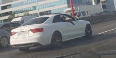 Spiderman düst im weißen Audi über Wiener Tangente