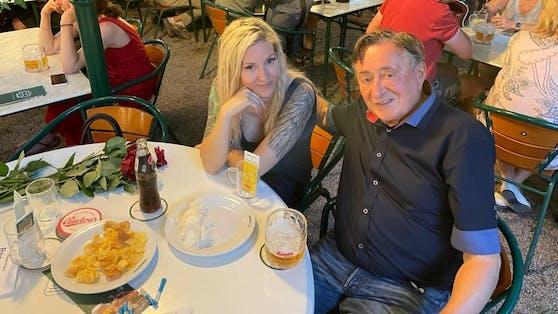 Richard Lugner mit seiner Simone im Wiener Schweizerhaus