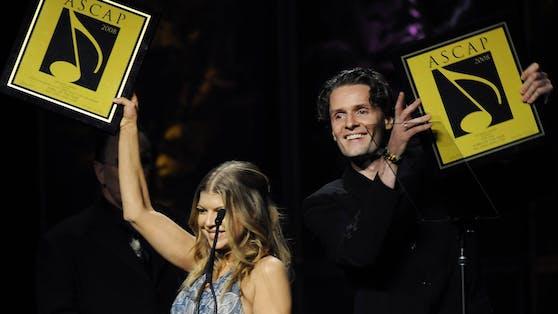 """US-Superstar Fergie und Toby Gad (Co-Writer von """"Big Girls Don't Cry"""") während der 25. Ascap Pop Music Awards in Hollywood."""