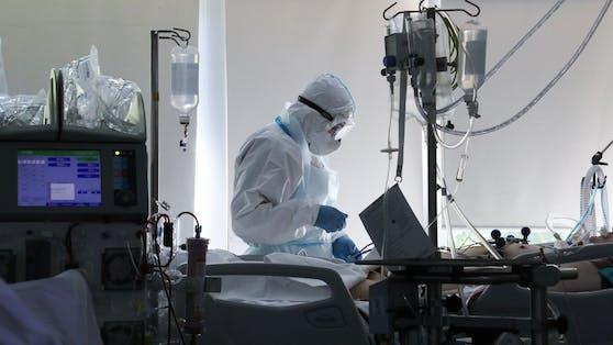 Covid-19-Patienten, die ins Spital müssen, erleiden häufig zusätzliche Schäden an Organen. (Archivbild)