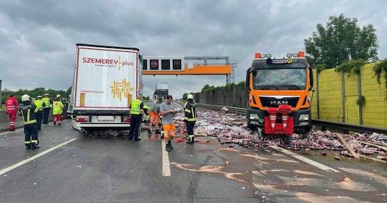Die Westautobahn ist nach dem Unfall in Richtung Linz teilweise gesperrt.