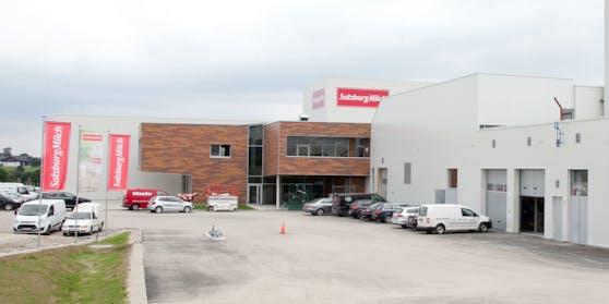 Die SalzburgMilch GmbH ist Österreichs drittgrößte Molkerei mit Firmenstandorten in Salzburg-Itzling und Lamprechtshausen (Flachgau)