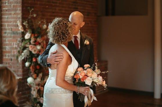 Lisa und Peter Marshall heirateten am 26. April 2021 zum zweiten Mal.